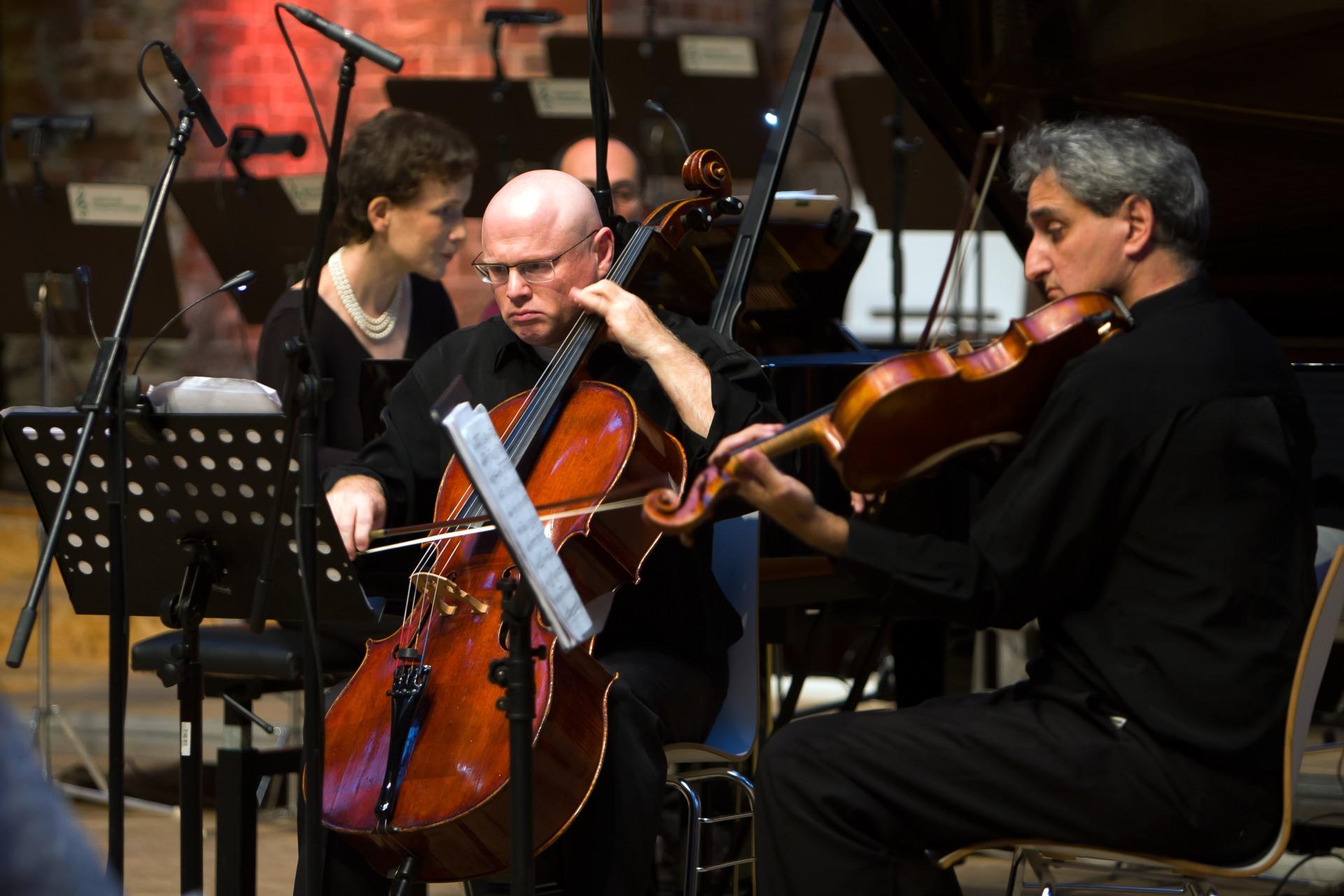 Das Hauser String Trio spielt mit Ofra Yitzhaki in Berlin.