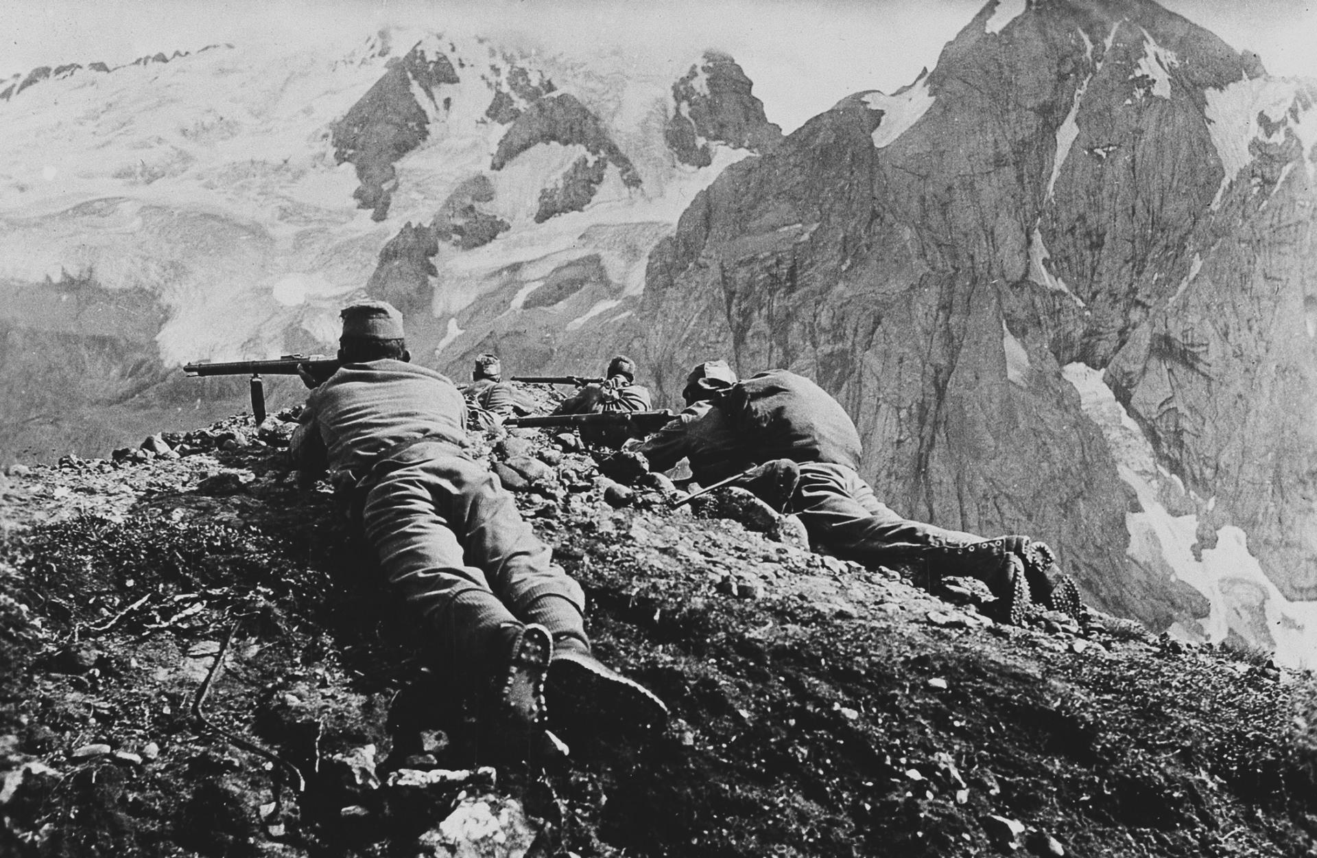 Österreichisch-ungarische Soldaten auf dem Pardoi-Pass.