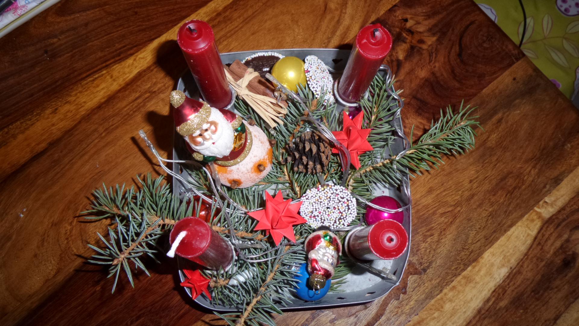 Adeventskranz, Heiligabend, 4. Advent, vierter Advent, Kerze brennt, 4 Kerzen, Weihnachtsschmuck