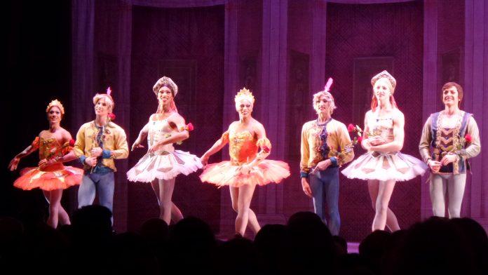 Nach der Vorstellung: Tänzer des