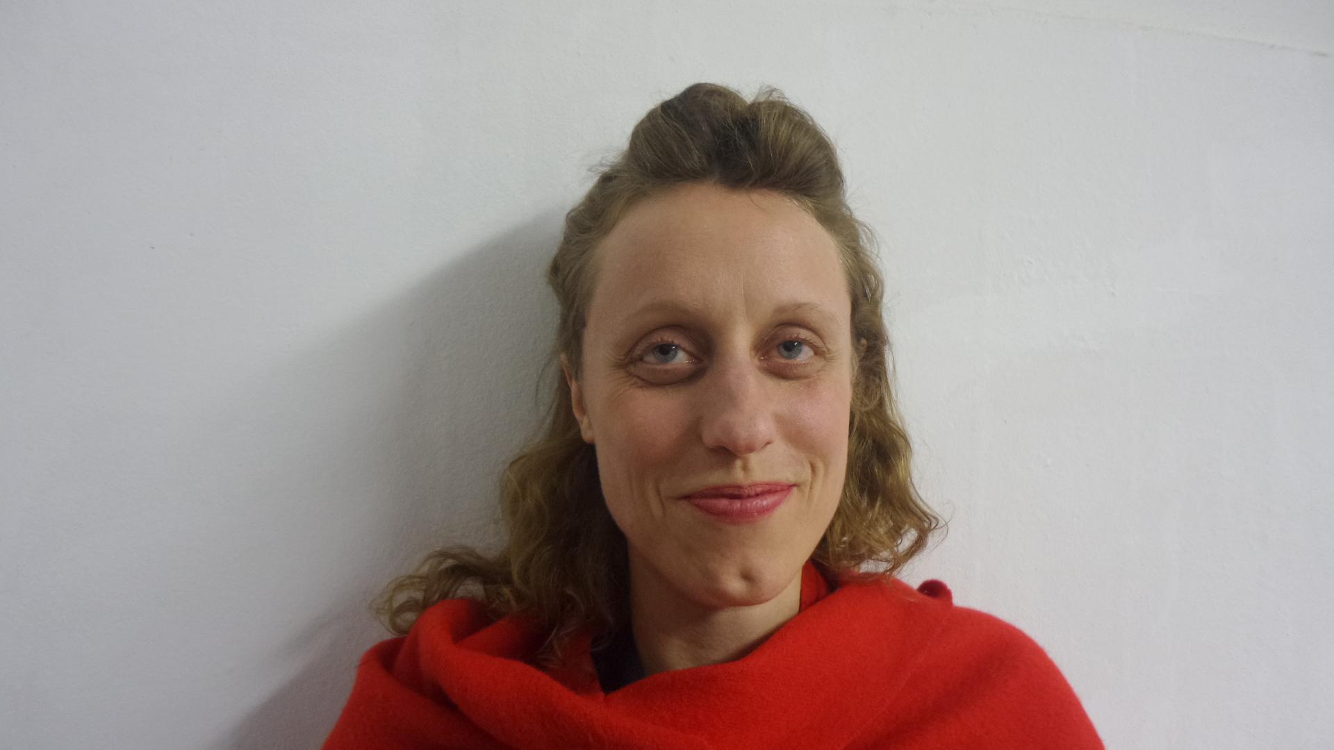 "Antonia Alampi, Forum Expanded-Kuratorin der Video-Ausstellung ""I am not worried in the least"" bei Savvy contemporary, Künstlerin: Jasmina Metwaly."