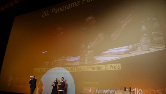 Gewinner des Panorama-Publikumspreises. In der Mitte: Panorama-Chefin Paz Lavaro. 2. Platz Doku: