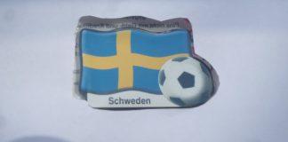 Zweimal Schweden und Fußball. Symbol für die Nationalmannschaft der Herren oder Damen.
