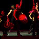 """Argentinische Gauchos trommeln, tanzen und """"batteln"""" an 25.7.2018 in der Komischen Oper Berlin und in Köln"""