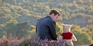 Christopher Robin mit Teddybär.