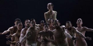 """""""Half Life"""" von Sharon Eyal und Gai Behar."""
