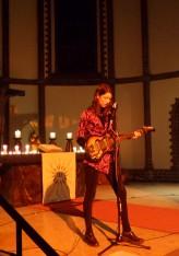 """Rosa Mercedes in der Kirche. Berliner Songwritertrio """"The Secret Chord Collective"""" vereint Nathan Vanderpool, Inger Nordvik und die bereits Erwähnte"""
