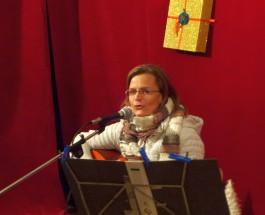 """""""Es tönen die Lieder, der Frühling kommt wieder"""" – Gerhild Karpf singt einen Nachmittag lang im Café Adele"""