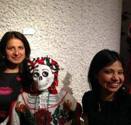 Von Rosaana Velasco gestalteter mexikanischer Totenaltar am Volkstrauertag und bis zum Totensonntag, dem Thementag Lateinamerika, im Rautenstrauch-Joest-Museum in Köln zu besichtigen